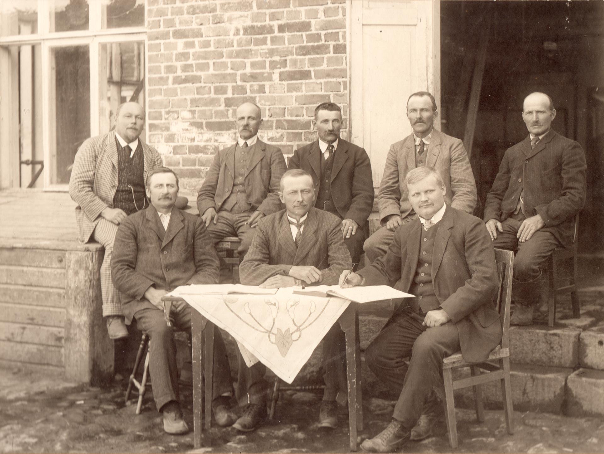 LOM:n ensimmäinen hallitus 1910